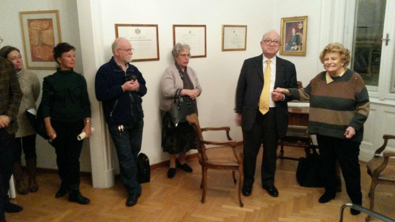 La presidente Carignani e il Dottor Pianciamore presentano la ONLUS di Hazel Marie Cole al pubblico intervenuto alla cerimonia della premiazione dei tre triestini.