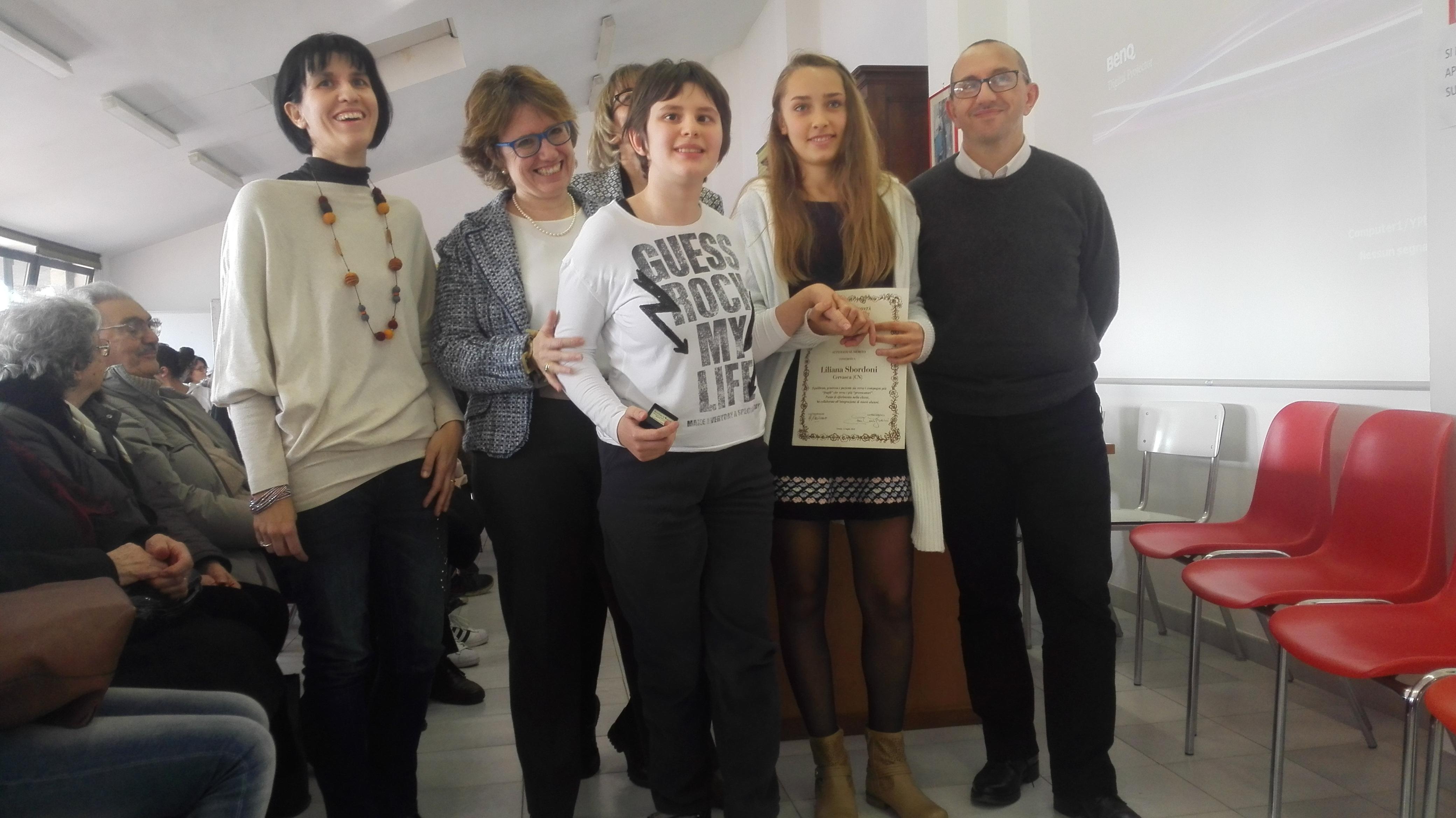 Liliana Sbordoni di Cervasca in provincia di Cuneo (per la generosità e la pazienza verso i deboli ed i provocatori) premiata dalla vicepresidente Donatella Pianciamore.