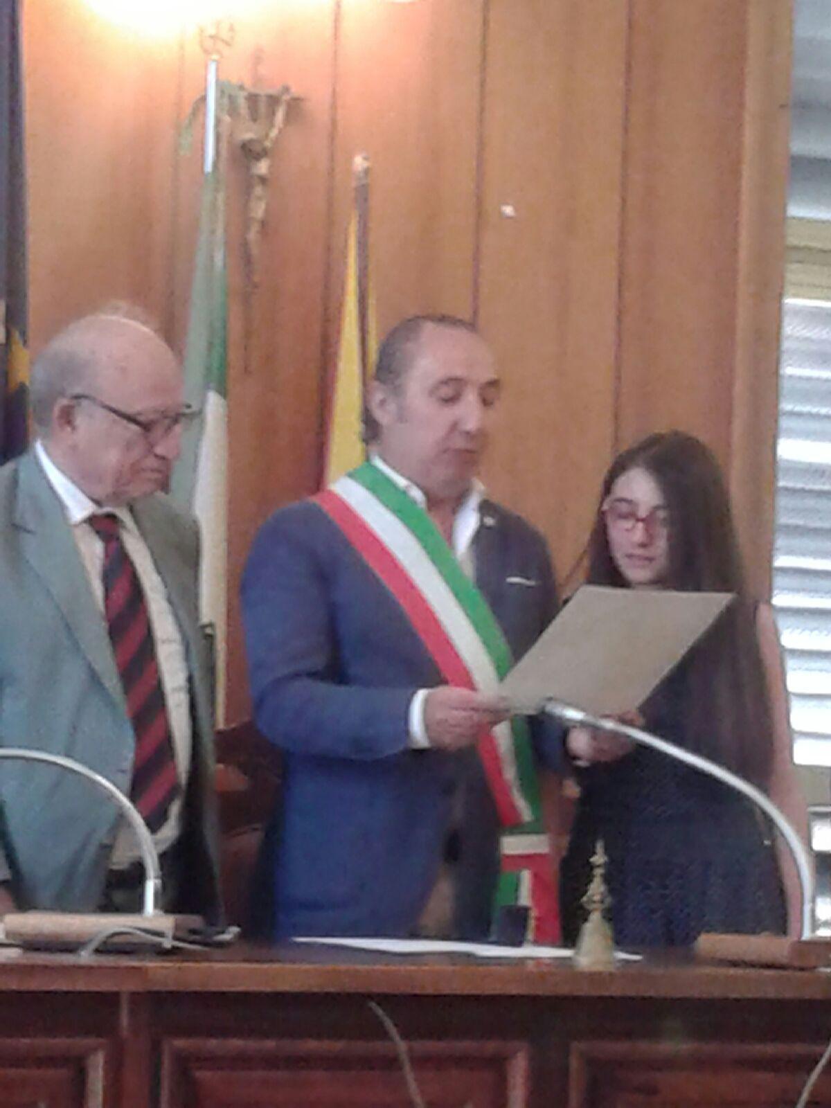 Momenti della premiazione nella Sala del Consiglio Comunale alla presenza del Sindaco di Mazzarino (CL)