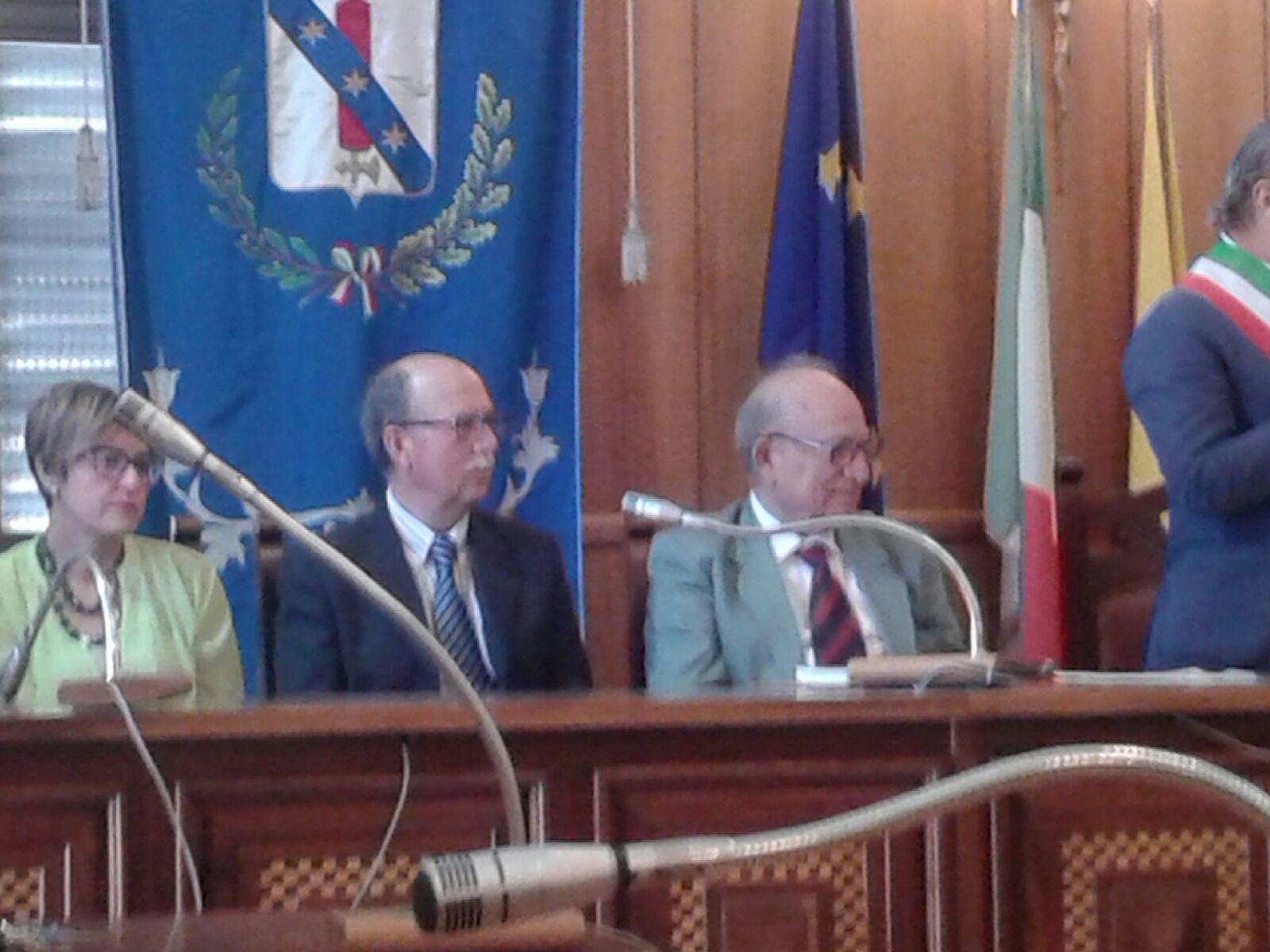 Il Prof.Mendolia con il dott.Pianciamore durante la cerimonia di premiazione a Mazzarino (CL)