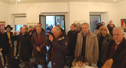 Trieste, 5 gennaio 2008 - Il pubblico presente in sala e fuori della porta in attesa di entrare.