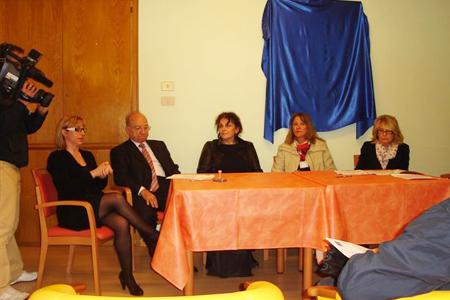 Trieste, 5 aprile 2011 - Momenti della presentazione dei quadri dati in comodato d'uso gratuito alla ProSenectute di Trieste alla presenza dei dirigenti delle due istituzioni benefiche.