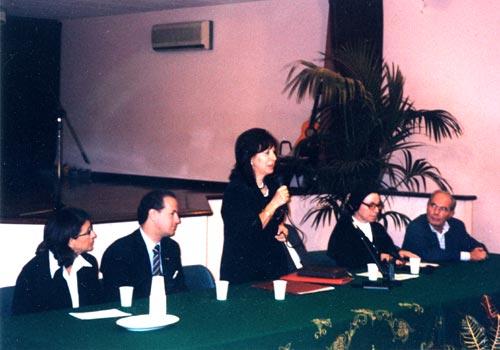 La prof.ssa Cordone , dirigente scolastico dell'istituto comprensivo statale G. Verdi di Palermo, legge le motivazioni della scelta di Vincenza Falcone.