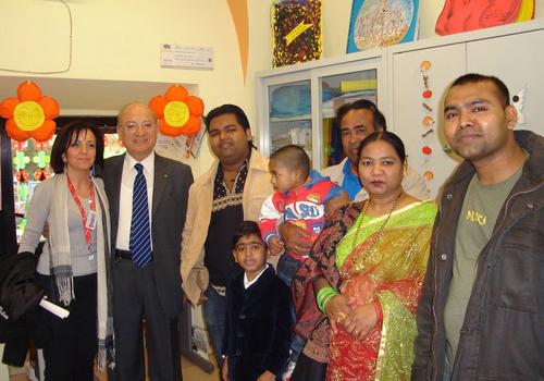 Islam Ariful con la sua famiglia e il Segretario Pianciamore con la proponente Prof.ssa Caramella.