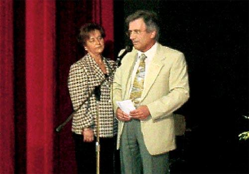 Il Dirigente scolastico, prof. Felice Sebastiano Caccavale e la prof.ssa Esposito Concetta illustrano le motivazioni, che hanno spinto il consiglio di classe, alla segnalazione di Virginia.