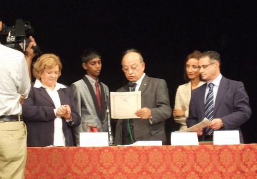 Premiazione del vincitore Gorge Warnakulasurya. Legge le motivazioni il dott.Pianciamore, segretario del Premio.