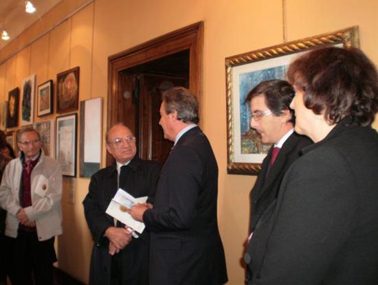 Duino, 24 ottobre 2009 - Il Sindaco di Duino Aurisina Giorgio Ret si congratula con gli artisti e gli organizzatori della mostra.