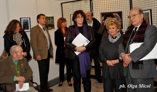Trieste, 12 novembre 2009 - La Presidente Etta Carignani e il Critico d'arte Accerboni presentano la Mostra sotto l'occhio vigile del Prof. Molesi uno dei primi sostenitori della rassegna, oggi alla decima edizione. (Foto Micol).
