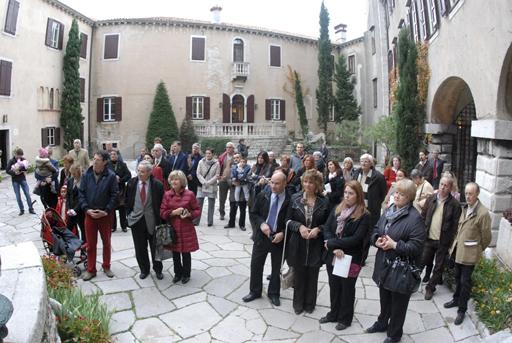 Duino, 30 ottobre 2010 - Il pubblico presente all'inaugurazione. (Foto Micol)