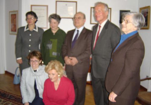 I tre premiati assieme agli esponenti della ONLUS.