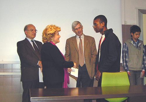 La presidente Carignani premia uno dei vincitori