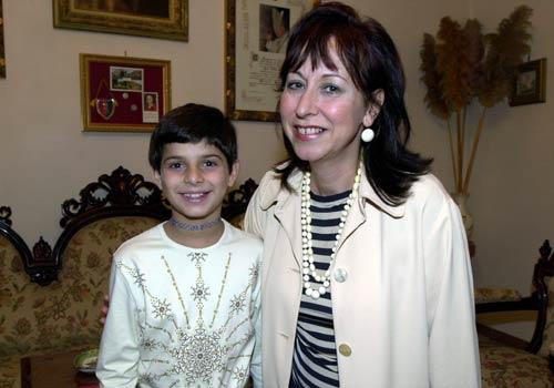 La dirigente scolastica, prof.ssa Marisa Cordone, con la vincitrice.
