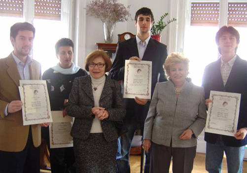 Alcuni dei cinque premiati della terza linea 2007 con i dirigenti del Premio alla Bontà Hazel Marie Cole