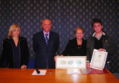 La famiglia ha donato alla fondazione un dipinto di Rino Valente papà di Tommaso.