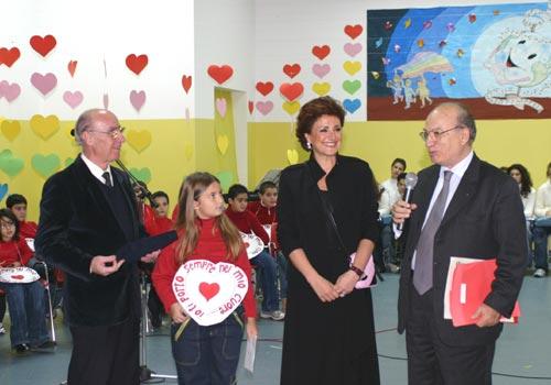 Graziana Ciracira assieme al sindacodi Taranto durante la premiazione.