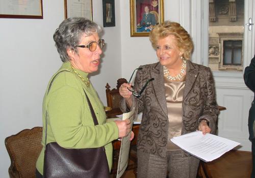 Premiazione della sig.ra Pauluzzi. Ritira il premio la prof.ssa Rita Corsi