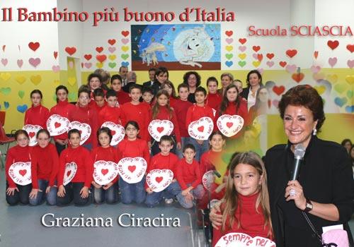 Graziana Ciracira, Alessandra Varvo e Orsola Del Prete ospiti di Pippo Baudo alla trasmissione televisiva di RAIUNO, come vincitrici per la Prima linea 2004 del Premio alla Bontà Hazel Marie Cole.