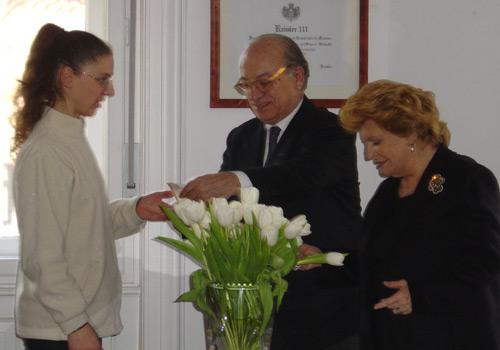 Premiazione della Sig.ra Bosdachin, ritira il premio la figlia