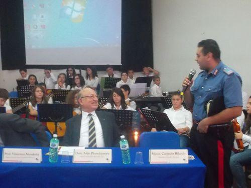 Il Maresciallo dei Carabinieri porta il saluto dell'Arma e quello del Lyons Club, essendone pro-tempore il Presidente a Mazzarino.