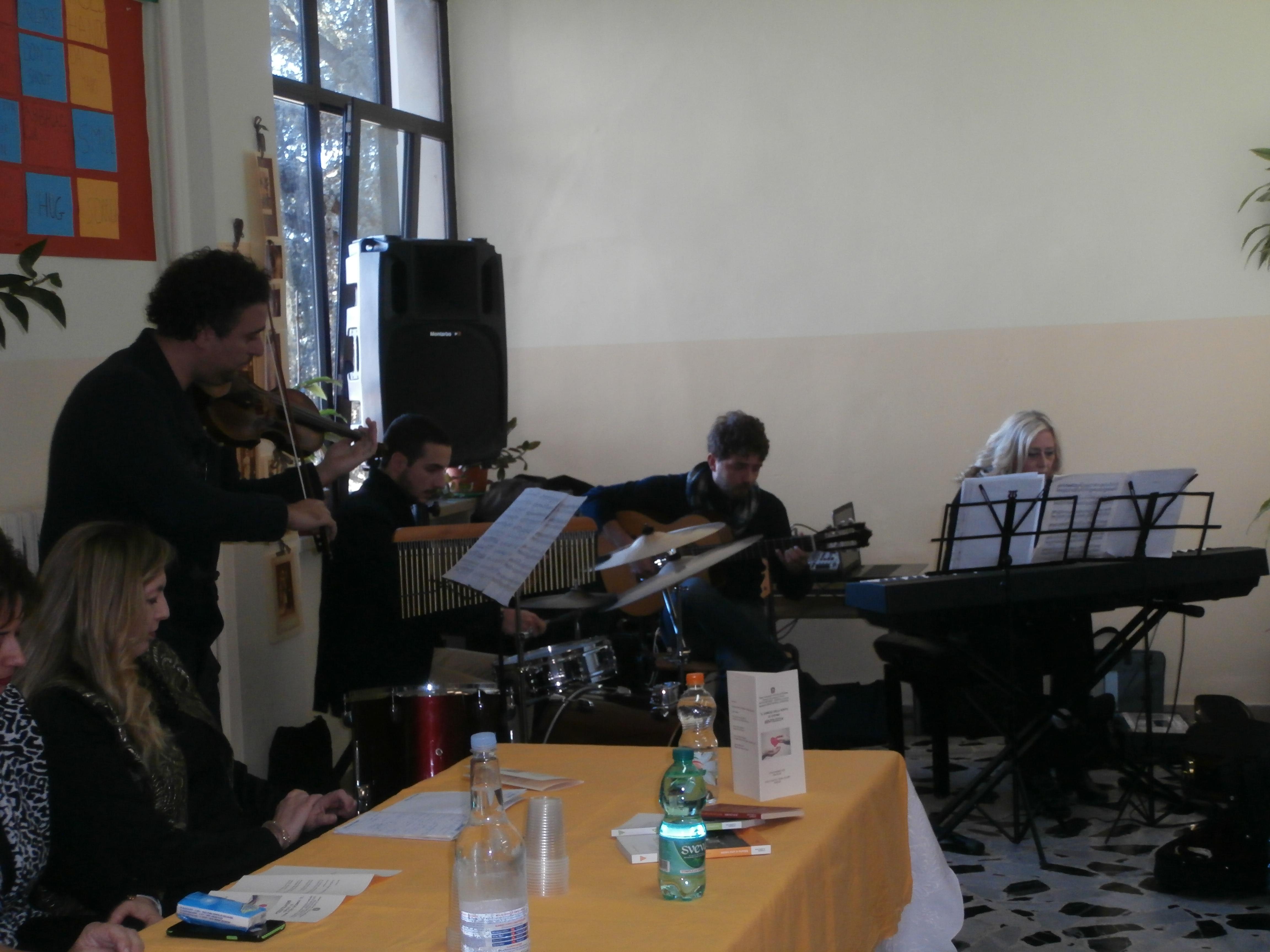 Gli Insegnanti C. Sasso, M. Cuccillato, P. Miranda e L. Gerla allietano la festa con splendidi brani musicali.