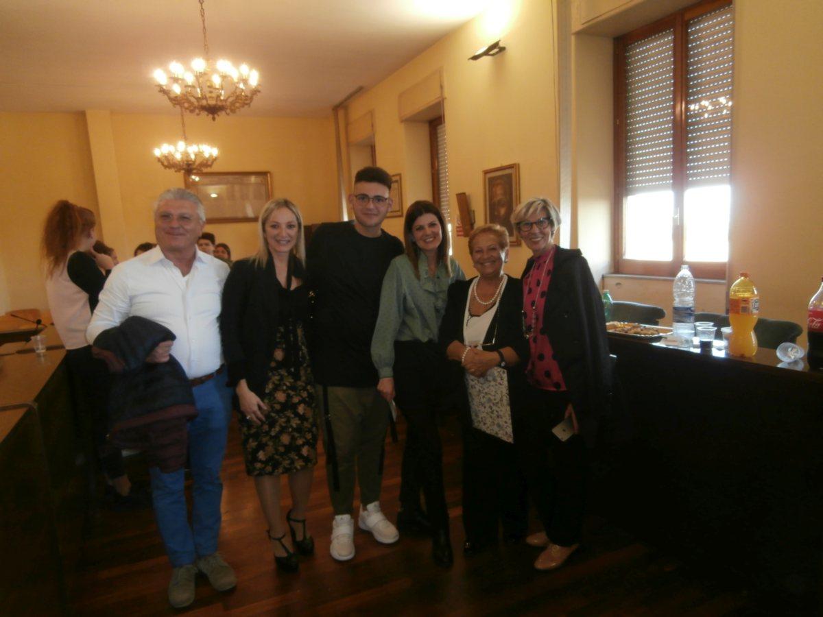 Una bella foto in gruppo con Simone, la Mamma e gli amici.