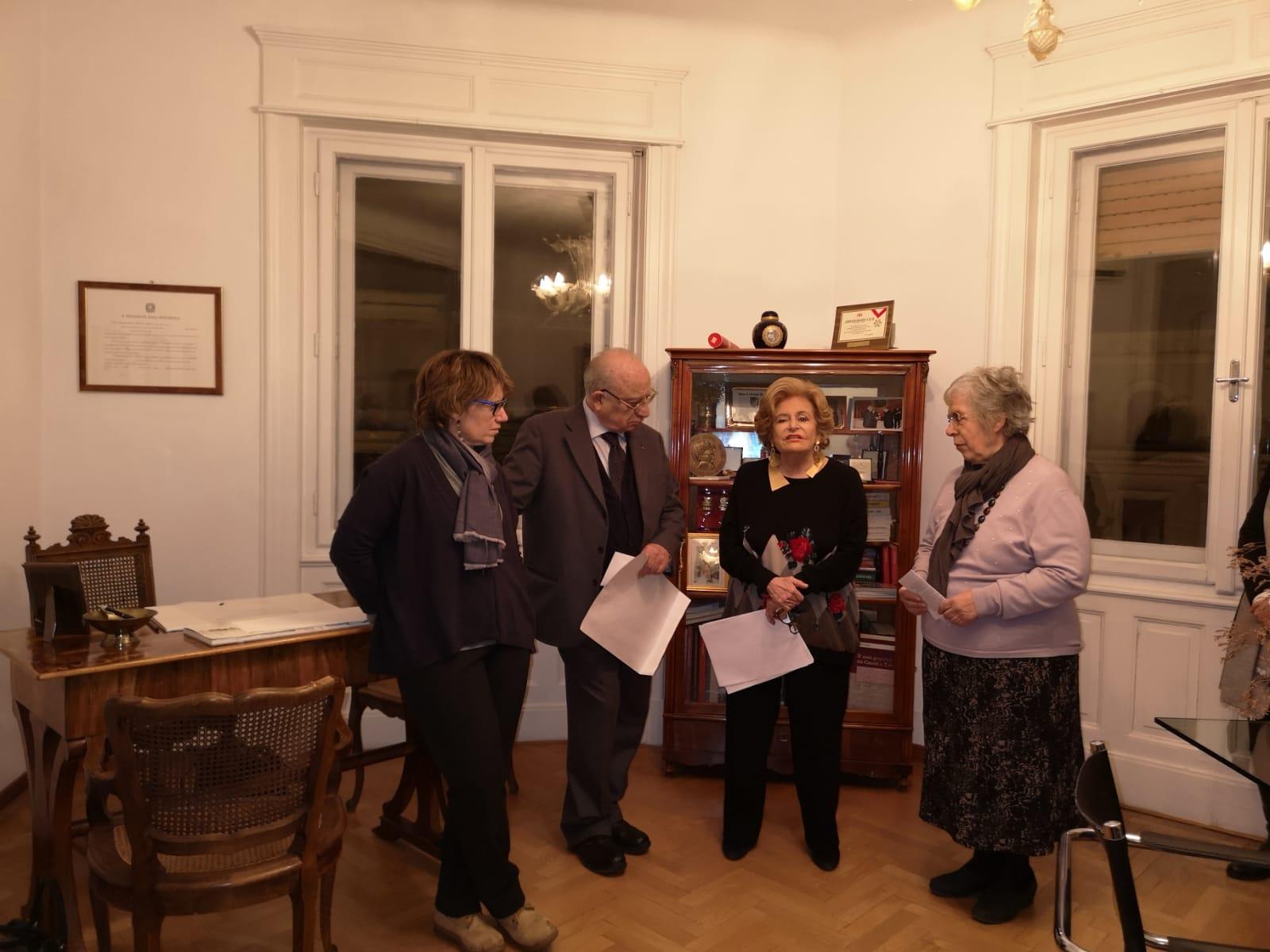 Rita Corsi emozionata per il premio ricevuto