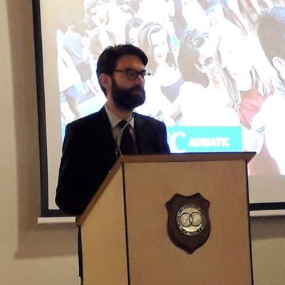 Il rettore del Collegio Mr William Turner durante il suo discorso