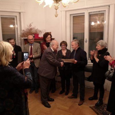 Premiazione Franco Stocovaz sotto gli occhi attenti dell'assessore Michele Lobianco
